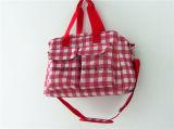 Saco bonito em mudança da fralda do saco do bebê para a viagem ao ar livre