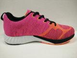 Тренировка способа женщин резвится обувь ботинок