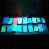 Luminescenza luminosa del pigmento di incandescenza della polvere luminosa nello scuro