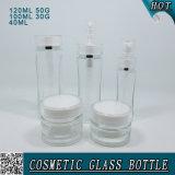 ねじ帽子が付いている明確で装飾的なガラスローションポンプびんそして瓶