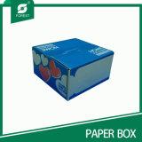 [فوود غرد] يغضّن صندوق من الورق المقوّى لأنّ [إيس كرم] يعبّئ
