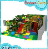 O divertimento monta o jogo dos miúdos das fontes do parque de diversões