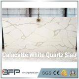 Natürlicher Blick Calacatta weiße Marmorquarz-Stein-Platten