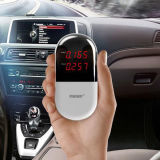 Mini-détecteur d'air dans la voiture à la main
