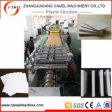 Linea di produzione libera della scheda della gomma piuma del PVC con il doppio estrusore a vite