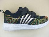 新式のスポーツは/Fashionの靴か慰めの靴またはBoy's&Girlの靴に蹄鉄を打つ