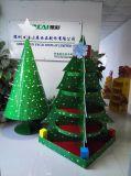 Visualizzazione del cartone dell'albero di Natale per la decorazione, banco di mostra di carta del pallet con gli ami tutto l'in tondo