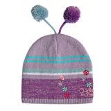 Chapeau tricoté réversible avec de la broderie
