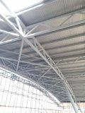 Costruzione della struttura d'acciaio per l'arena di equitazione