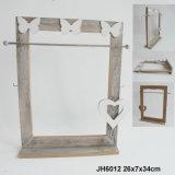 Panier en bois fonctionnel chaud dans les forces de défense principale avec la décoration de coeur
