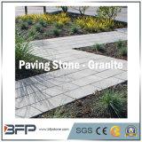 Piedra de adoquín sobre la hoja de malla, adoquín de granito, piedra de cubo para el jardín exterior