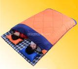 O saco de sono de 2 pessoas, engrossa o saco de sono de acampamento do adulto