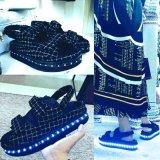 Nuovi 2016 illuminano in su i sandali di modo del LED per le ragazze