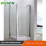 Recinto simple de la ducha con el vidrio transparente