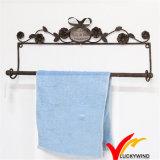 Cremalheira de toalha rústica fixada na parede do metal do revestimento da oxidação