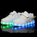 유행 날개를 가진 도매 7 색깔 LED 빛 아이 PU 가죽 LED 단화