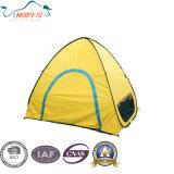 La pluie populaire protègent la tente campante