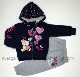 Procès chaud de fille pour des sports chez l'habillement des enfants