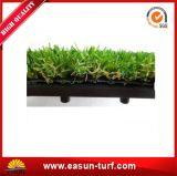 El azulejo artificial verde de interior y al aire libre más popular de la hierba que se enclavija