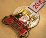 Medallas calientes de encargo de la corrida de Santa del metal de la cinta de la venta con color azul