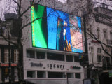 Installazione fissa esterna che fa pubblicità al video schermo di visualizzazione del LED