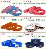 Facendo pubblicità al braccialetto unisex del silicone braccialetto di parecchi colori con il marchio stampato