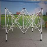 Im Freiendas stahlfeld knallen oben einfaches Installationgazebo-Zelt