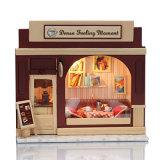 Casa de boneca de madeira do brinquedo da forma a mais nova