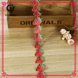 Guarnição decorativa do laço do teste padrão de Strassberry do poliéster da forma