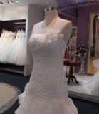 Пригонка и шнурок слоев пирофакела расположенный ярусами/платье венчания Tulle с Appliques