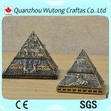Pirámide turística del recuerdo de la resina para la decoración casera