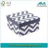 La seta all'ingrosso della scheda degli inviti di cerimonia nuziale inscatola il contenitore di regalo con il coperchio