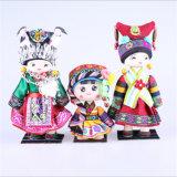 少数の中国への美しい衣服の歓迎を用いるホーム装飾のための中国の刺繍の人形