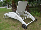 Lounger типа белого ротанга PE самомоднейший с колесами