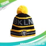ポンポンの球(114)が付いているカスタマイズされた冬によって編まれる可逆帽子か帽子