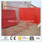 溶接された金網の塀の一時塀か金属の塀