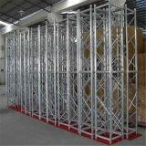 L'alluminio esterno dello zipolo monta il fascio modulare di mostra della fase 10 X10 della sfilata di moda della visualizzazione
