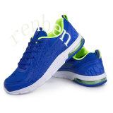 Pattini della scarpa da tennis degli uomini arrivanti caldi