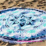 Tassselのトリムが付いている円のビーチタオルのあたりで印刷される