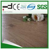suelo marrón claro del laminado de la madera dura de la superficie el repujado de Techology del alemán de 8m m