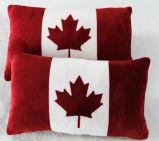 カナダのフラグによって隠されたジッパーは絹の満たされたソファー及び旅行枕を閉じた
