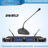 A freqüência ultraelevada profissional do áudio Dual microfone sem fio da conferência de 2 canaletas