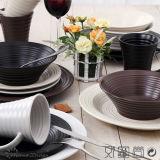 Insieme di pranzo di ceramica di turbinio di colore solido