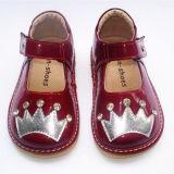 Малыш Girl Squeaky Shoes лакированной кожи с Sliver Crown&Shining Stones