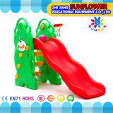 屋内運動場くまの形の子供のおもちゃの幼稚園の柔らかいプラスチックスライドの運動場(XYH12065-3)