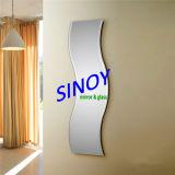 Specchio ondulato decorativo impermeabile di alta qualità (SMI-AMG2003) nel formato del cliente con vernice a doppio foglio