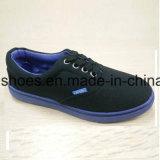 Zapatos ocasionales clásicos de los zapatos de lona de la inyección de los hombres