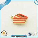 Сбывание фабрики символизировало Pin отворотом значка сувенира