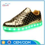Chaussures métalliques supérieures d'or de l'unité centrale DEL d'argent de fournisseur d'usine