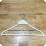 Les ABS façonnent les cintres blancs de Zara, brides de fixation de culotte